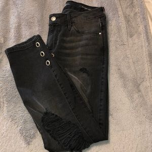 2 for $50💕guess ripped sexy curve crop jeans